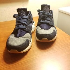 "Women's ""denim"" nike huarache size 8.5"